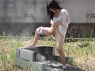 UNKW-064 02 Multiple girls caught peeing standing up in various places