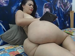 Japanese milf shaking her huge ass