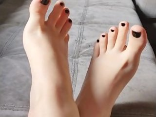I NEED MASSAGE FOR MY SEXY FEET - FOOT FETISH
